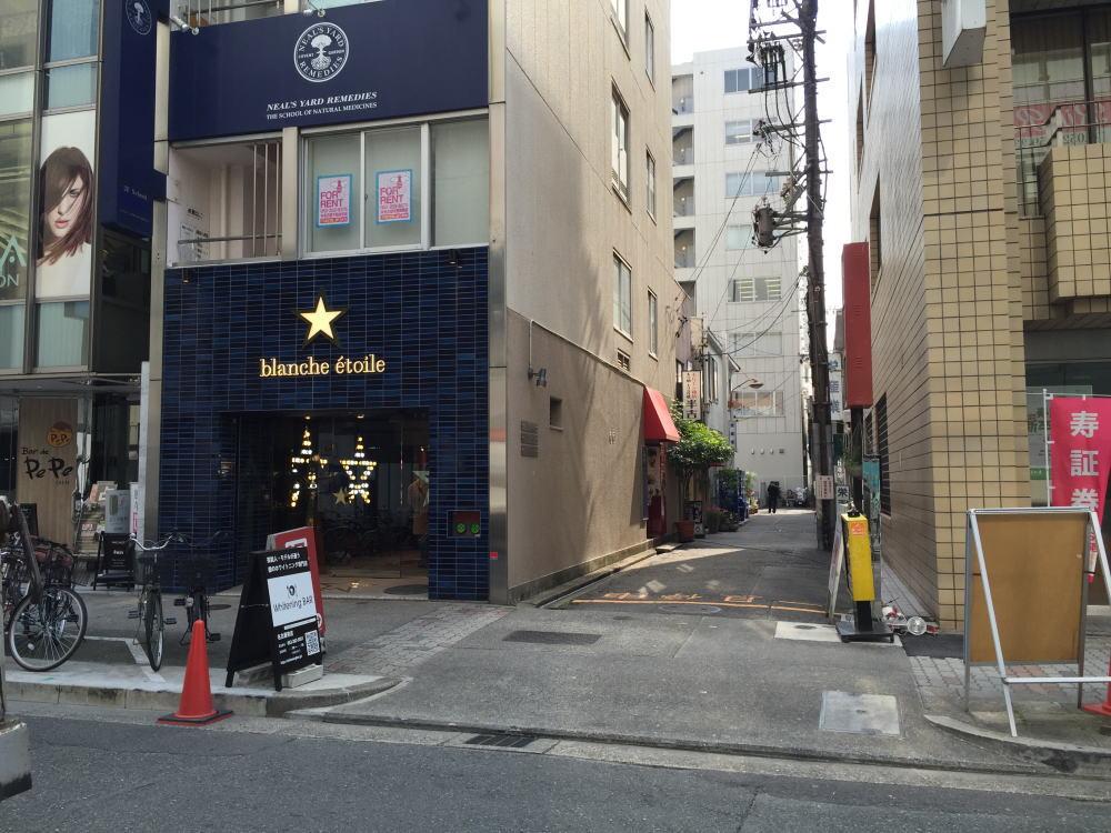 歯のホワイトニング専門店WhiteningBAR名古屋栄店入口