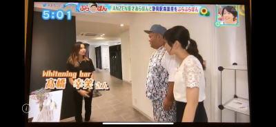 ホワイトニングバー静岡店TV取材入口でご案内