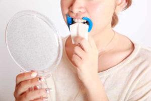 施術手順_歯の水分のふき取り